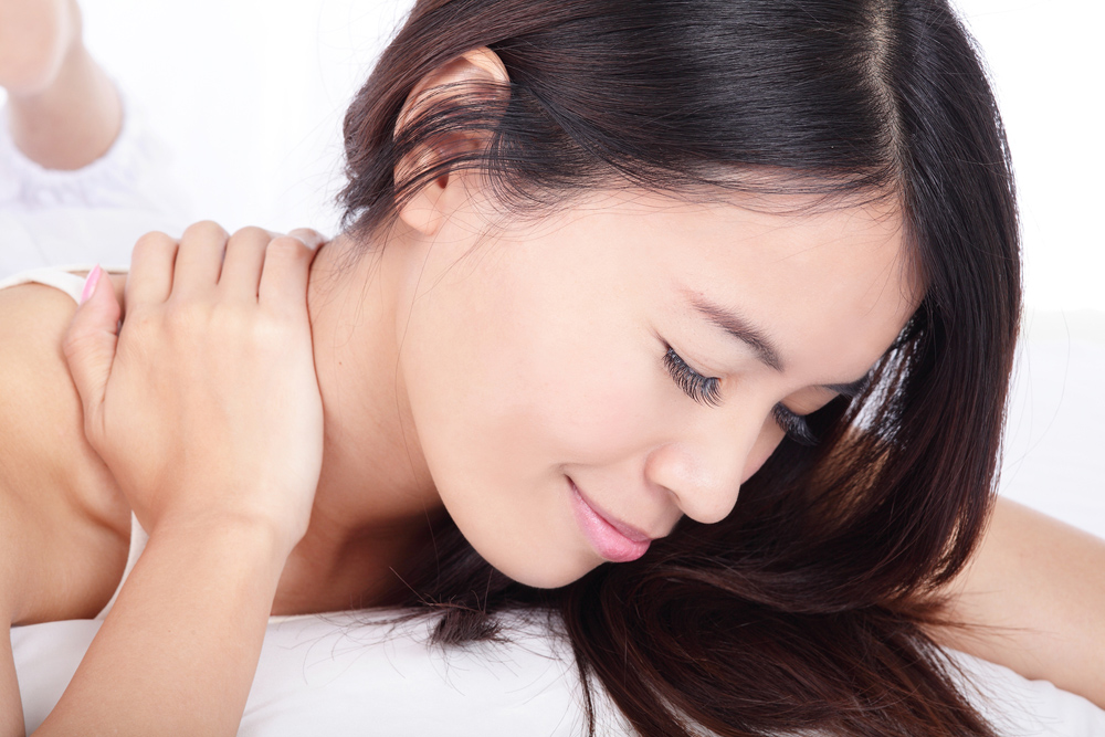 woman receiving massage therapy from her chiropractor